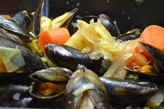 Das perfekte 0001. Miesmuscheln à la Biggi-Rezept mit einfacher Schritt-für-Schritt-Anleitung: Wir beginnen damit die Muscheln in kaltem Wasser gut…