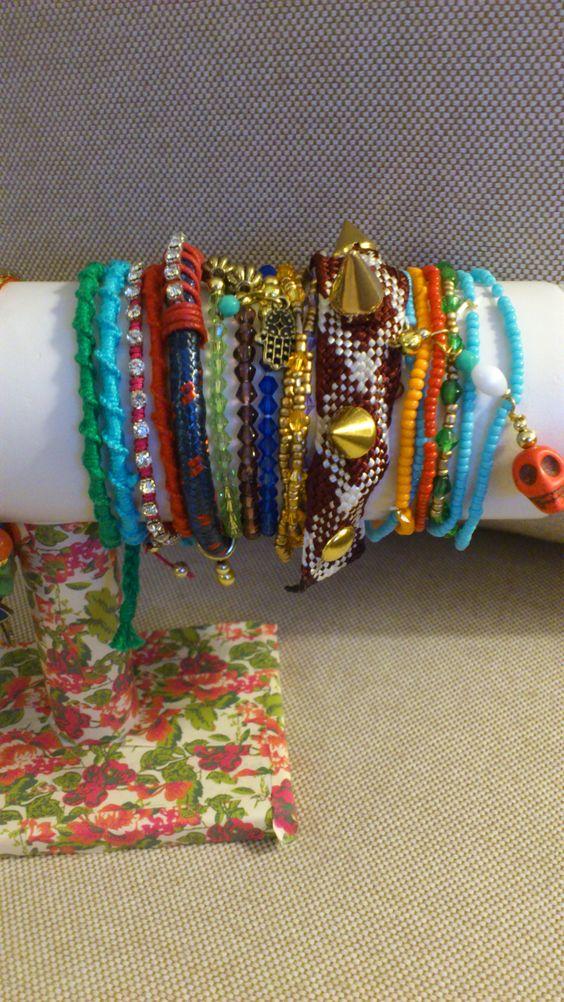 Nuevas pulseras de macalar para este verano compralas en www.artesanio.com/macalar o siguenos en www.facebook.com/DMacalar #pulseras #armparty #color #boho #gipsy #summer