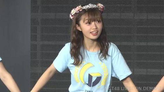 ライブでTシャツの中井りかちゃん