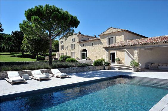 Grande #maison située en #Provence. http://www.m-habitat.fr/preparer-son-projet/types-de-maisons/les-mas-de-provence-3122_A