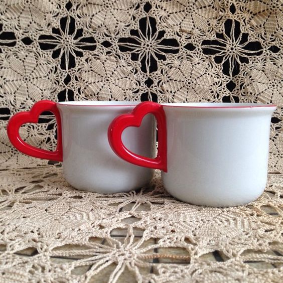 On a cold winter night nothing sounds better than cozying up with your sweetie!  Maybe thoughts of Valentines Day crossing your mind..... It's ok not to early to start thinking about it because you need to allow a few extra days for shipping when you buy something as cute as these little cups with the red heart  handles.  Fill with chocolate candies and you are all set!  Check these darling cups out in my Etsy store link in bio.  #simplyagain #valentineday #heart #truelove #valentinegift…