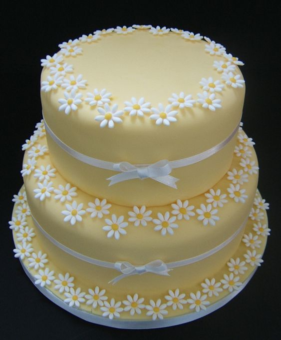 Golden Wedding Cake With Icing Daisies
