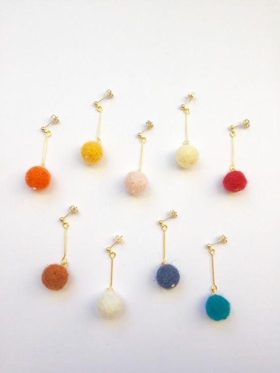 冬のクリスマスシーズンにふわふわな羊毛フェルトを使ったシンプルピアスです♪********************この商品はは①〜⑨までのなかからの2色を選ん...|ハンドメイド、手作り、手仕事品の通販・販売・購入ならCreema。