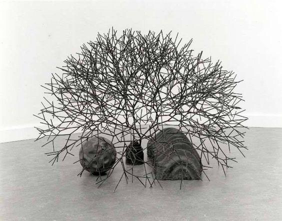 Tony cragg cragg s uitgangspositie waren de echte for Minimal art kunst