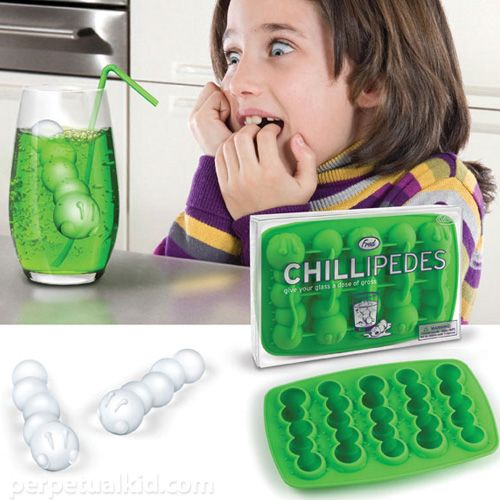 Cute idea for ice...though not sure why the little girl is looking so scared! LOL