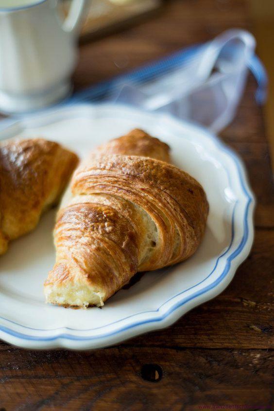 Croissants - Mein Rezept! backen top-10 brot fruehstueck vesper videos Französisch Kochen by Aurélie Bastian
