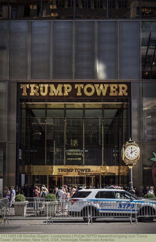 Polizei NYPD bewacht eingang zum Trump Tower, Manhattan, New York, USA, Vereinigte Staaten von Amerika: