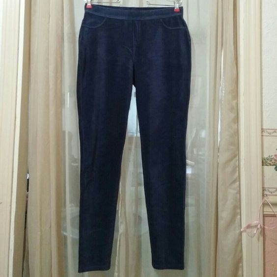 """Soft Stretchy Dark Blue Leggings sz L Really nice flattering fine lined corduroy like stretchy comfy dark blue leggings. Clean, no rips, stains or tears. These are pull ups & have fake stitched closed front pockets & fake stitched zip. Two open usable back pockets. Waist 15"""", Inseam 30"""", Cuff 5"""". Size L $13. No Trades. Simply Vera Vera Wang Jeans Skinny"""