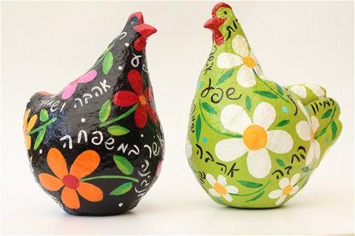 זוג תרנגולות צבעוניות מעיסת נייר-גובה 20 סמ