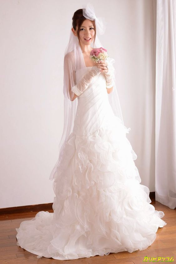 Japanese girls: Escaped the bride. Your voice, your face, unforget...