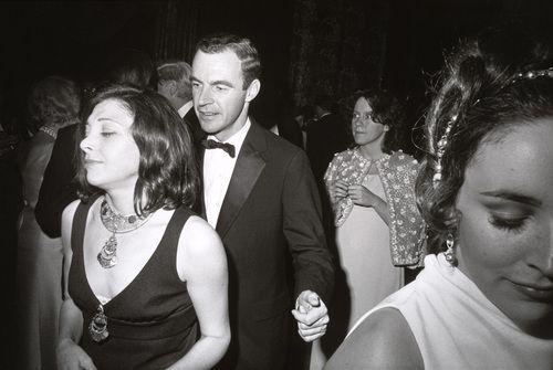 1969. Garry Winogrand / Centennial Ball, Metropolitan Museum of Art, New York.