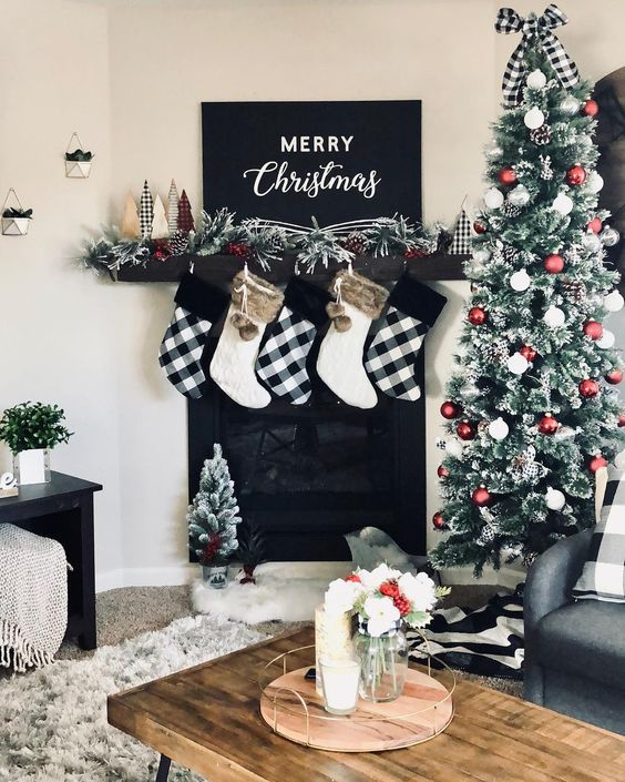 50 Black And White Christmas Decoration Ideas To Create An Exhilarating Dreamscape Hike N Dip Christmas Mantel Decorations White Christmas Decor Christmas Fireplace Decor