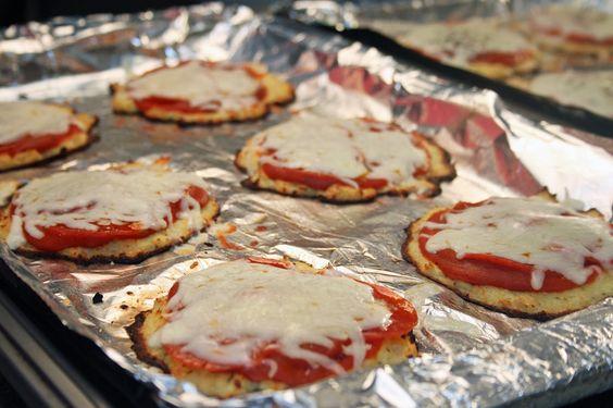 Mini Cauliflower Crust Pizzas. #GlutenFree of course!: Crust Pizzas, Glutenfree Recipes, Cauliflower Crust Pizza, Cauliflower Pizza Crusts, Mini Cauliflower, Pizza Recipes, Pizzas Glutenfree, Gluten Free Recipes, Crusts I M