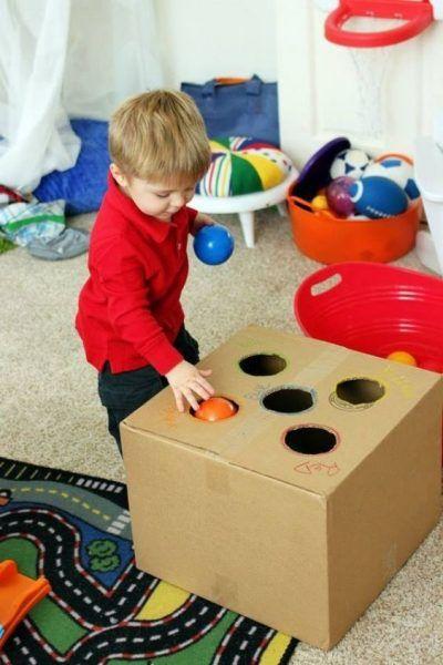 Brinquedos para crianças com papelão