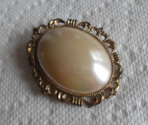 Oval Gold Pearl  brooch vintage gold tone by GingersLittleGems