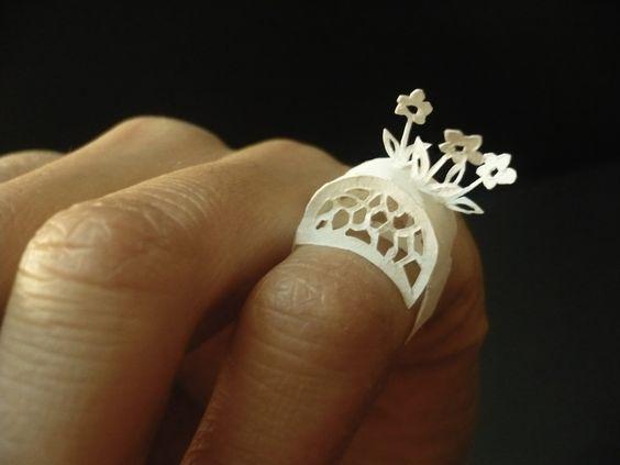 Ko Line Duroselle - Paper ring, flowers