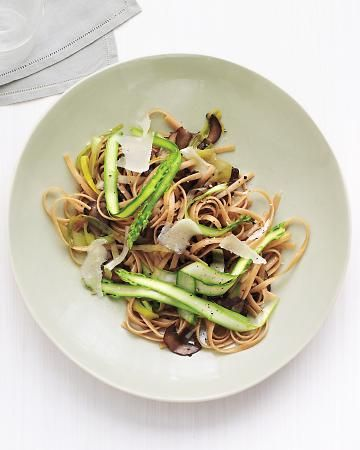 Whole Wheat Linguine with Asparagus and Mushrooms