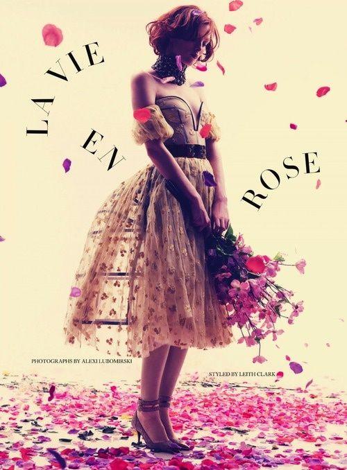 """""""Je vois la vie en rose.. Il me dit des mots d'amour, des mots de tous les jours et ça m'fait quelque chose..""""#PiagetRose"""