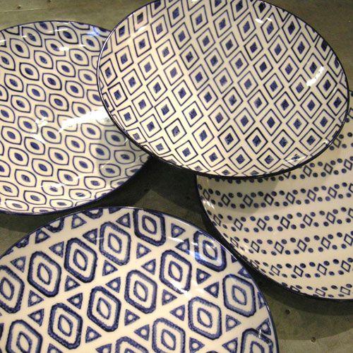 assiette dessert 4 motifs assortis c ramique graphique chehoma bleu pinterest indigo. Black Bedroom Furniture Sets. Home Design Ideas