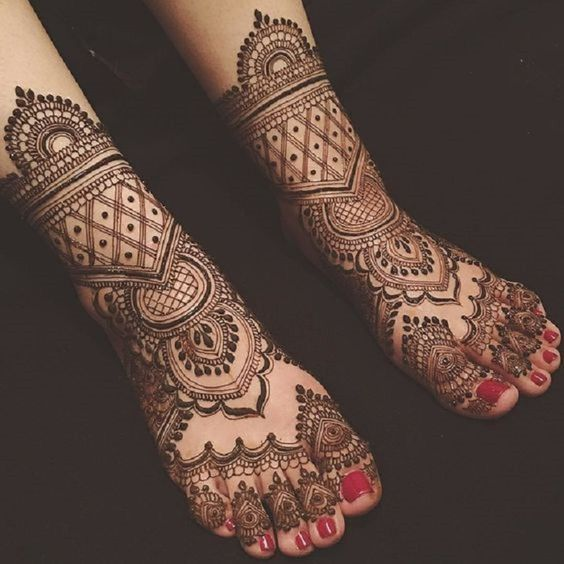 Top #31 Dainty Engagement Mehndi Designs For Bride