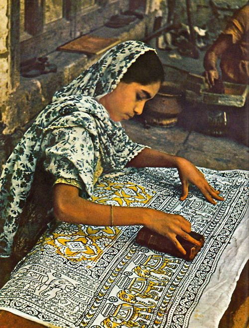 An example of fabric stamping. L'Inde par Joe David Brown, et les éditeurs de Life, 1962.   Clothroads