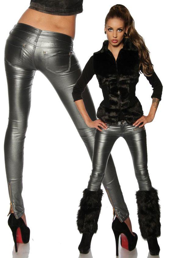 Future-Style für Partys und den Alltag! Eine tolle Stretchhose in einer außergewöhnlichen Metallic-Optik. Durch den Glanz werden Po und Beine sehr sexy betont. Die goldfarbenen Reißverschlüsse am Saum...