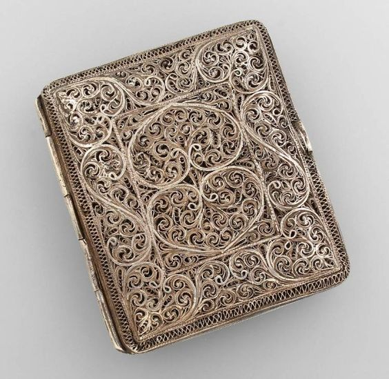 Cigarette case, France 1890/1900s , silver tested, filigree work with rocails…