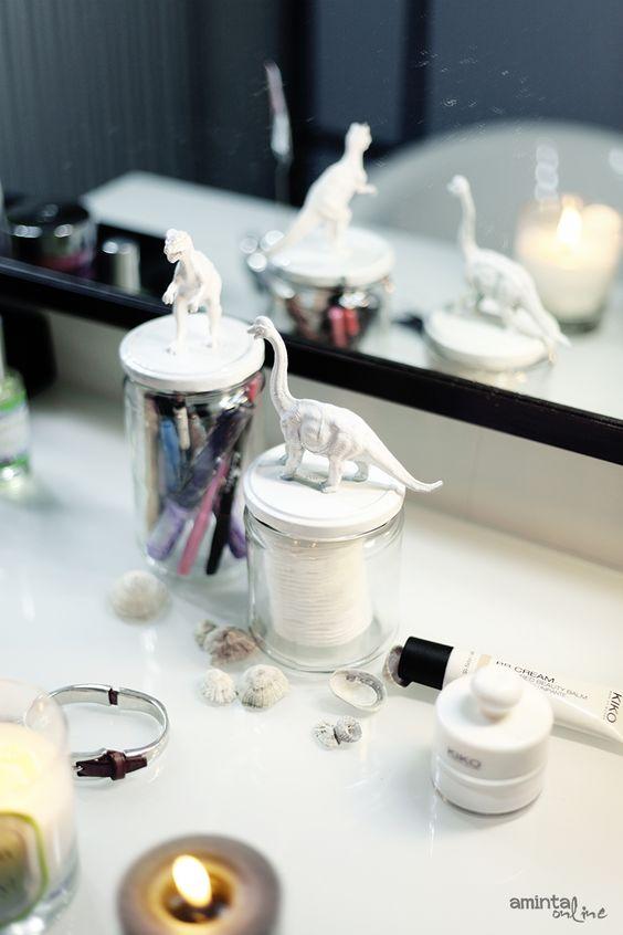 animaux en plastique et bocaux en verre petits. Black Bedroom Furniture Sets. Home Design Ideas