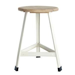 Nimm Platz! Der formschöne Hocker aus hochwertigem Mangoholz besticht durch sein schlichtes Design und die natürlichen Farben.