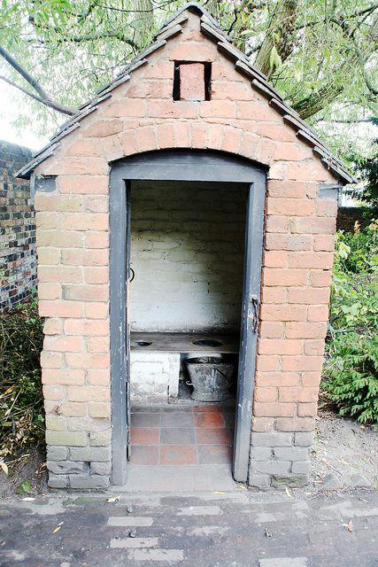 Outside+toilet | Outside toilet / Toiledau