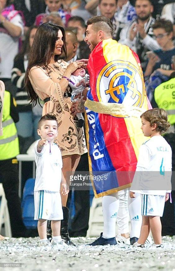 Real Madrid Football Player Sergio Ramos Tv Presenter Pilar Rubio And Their Sons Sergio Ramos Rubio L And N Real Madrid Team Real Madrid Real Madrid Captain
