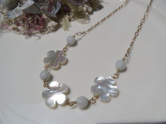 白蝶貝お花18㎜とほんのり水色のホワイトアクアマリン8㎜カット玉を繋ぎました。43㎝ ご希望ございましたらアジャスター5㎝を無料でお付けします。|ハンドメイド、手作り、手仕事品の通販・販売・購入ならCreema。