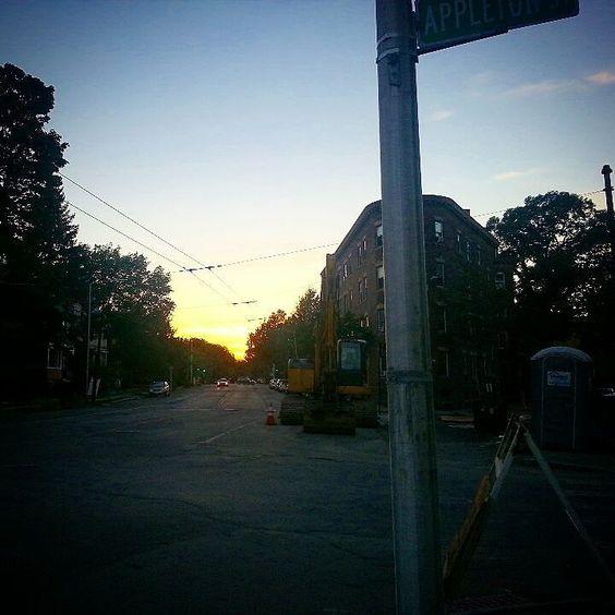 #cambridge #cambridgema #cambma #sunset #appletonst by ksplitintwok September 27 2015 at 06:41PM