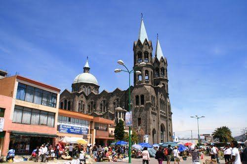 Catedral de Apizaco el día del Domingo de Ramos, Tlaxcala - Uploaded by Jose Luis Estalayo on panoramio.com