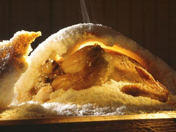 Poularde in der Salzkruste ist ein Rezept mit frischen Zutaten aus der Kategorie Kochen. Probieren Sie dieses und weitere Rezepte von EAT SMARTER!