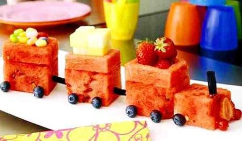 fruit train // maybe I should make this for my friend who loves fruit, especially water melon