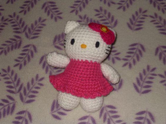 Figura de Hello Kitty tejida a mano de aproximadamente 20cm de alto