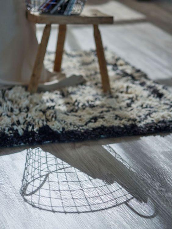 Schöner heller Teppich | Vinylboden Holz grau | Wohnzimmer Ideen ...