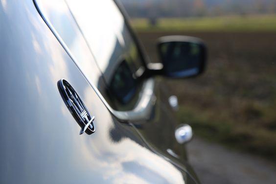 Heimatliebe. Der Dreizack des Neptun. Bologna ist die Heimatstadt der Maserati Gründer.