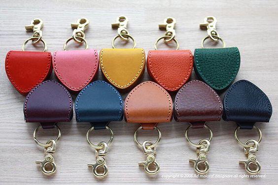 pick_case / ピックケース . #leather #leathercraft #leatherwork #leathergoods #handmade #革 #Bespoke #AdmaioraDesignare #アドマイオーラデジナーレ#ピックケース #pickcase by admaiora_designare #tailrs