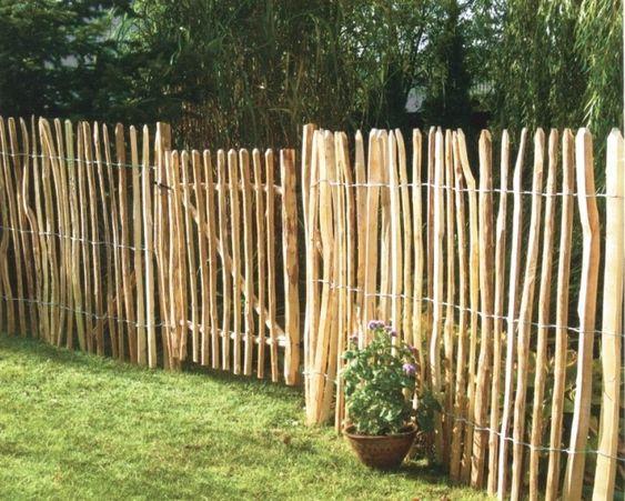 Snabbmonterat rustikt staket i naturlig trädgård | garden fence ... : staket ideas : Staket