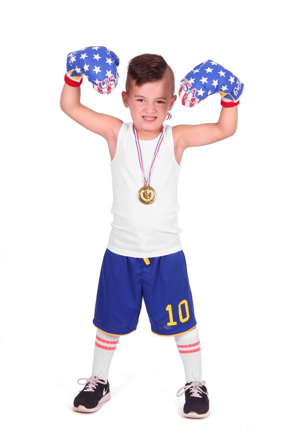 Stoere boksset met twee handschoenen. Hang de boksbal op aan het plafond en sla tegen de boksbal aan!