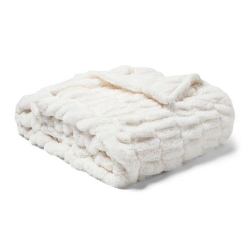 Raise The Bar For Warmth And Coziness With The Oversized Bed Throw Blanket From Fieldcrest 17 Fur Throw Blanket Faux Fur Throw Blanket Oversized Throw Blanket