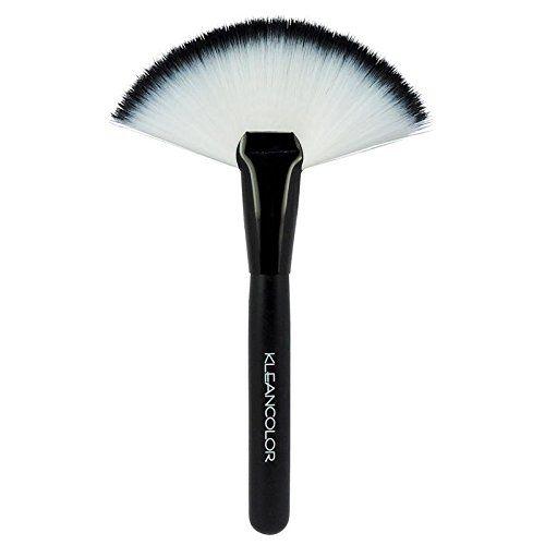Amazon Com Large Fan Makeup Brush Highlight Powder Fan Makeup Brush Beauty Fan Brush Makeup Makeup Brushes Makeup