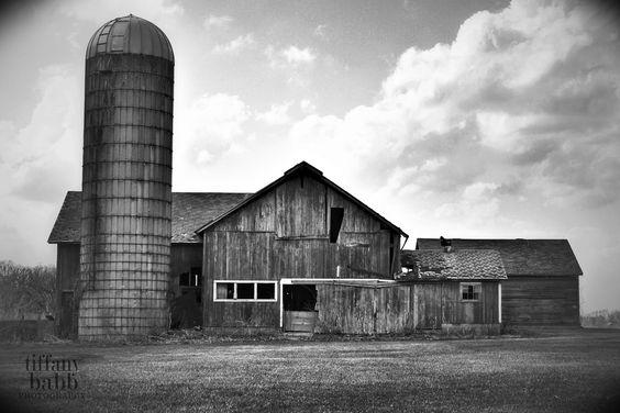 Moody Barn by Tiffany Babb Photography