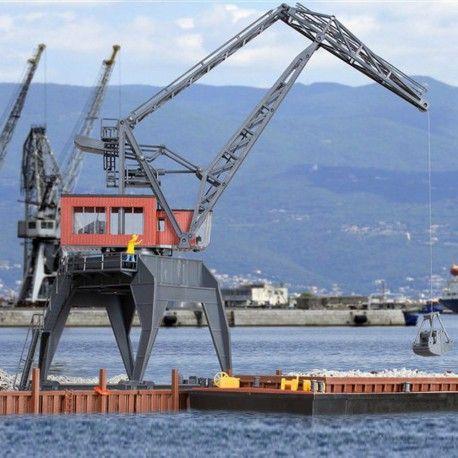 #grue de port pour chargement et déchargement #HO #KIBRI A retrouver ici : http://www.latelierdutrain.com/l-univers-maritime/100808-grue-de-port-pour-chargement-et-dechargement-ho-187-kibri.html?search_query=bateau&results=4