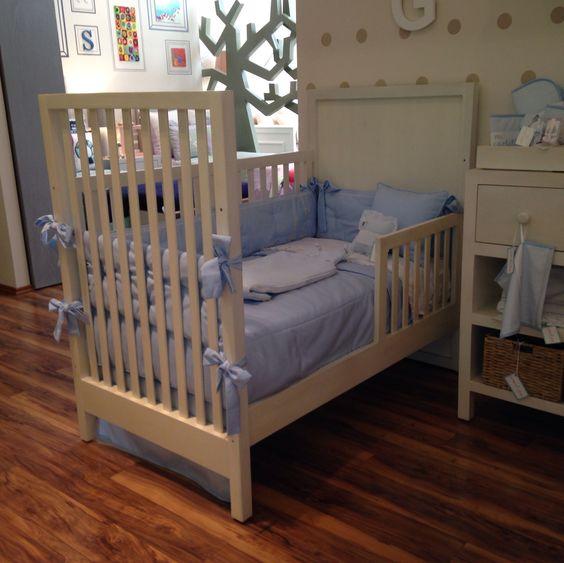 Todas nuestras #cunas crecen con tus hijos. Que te parece este medio #barandal para que tu #cuna empiece a funcionar como #cama y tu hijo empiece a tomar confianza. #laesquinadenunu #nursery #baby #bebe #instababy #instababies #instakids #cuarto #recamara #room #mueble #mobiliario #blancos #decoracion #infantil #deco #niña #niño #kids #furniture #safe #diseño #interior #design #crib #colchón #barrotes #bed