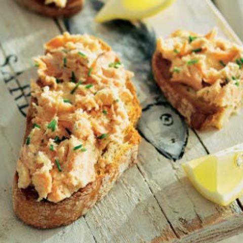 Tostas de paté de sardinas #recipes #cuisine