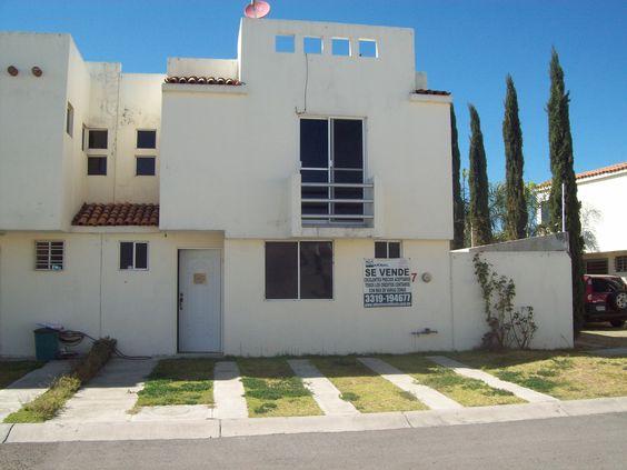 Casa en Altus Quintas, En Zapopan. 9.5 X 16 3 Recamaras, sala-comedor, 2.5 baños,cochera 3 autos,  En Coto. PRECIO $1,080,000
