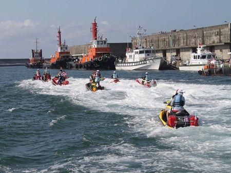 騎水上摩托車 帶護照飆到日本  http://www.cna.com.tw/News/aHEL/201204290144.aspx  水上摩托車、CNA、新聞、台灣